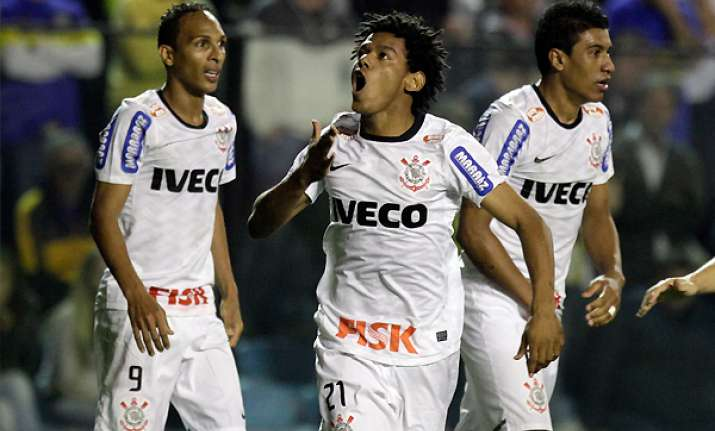 romarinho s late goal helps corinthians to draw