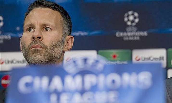 ryan giggs returns to center stage at manchester united