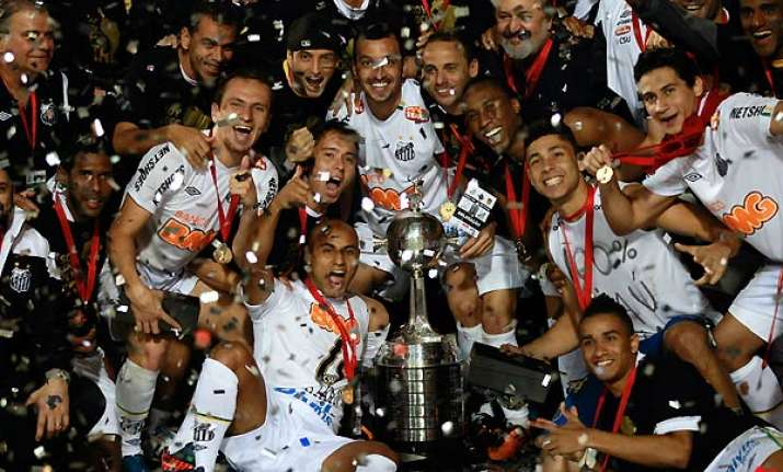 santos wins 2 1 to take copa libertadores