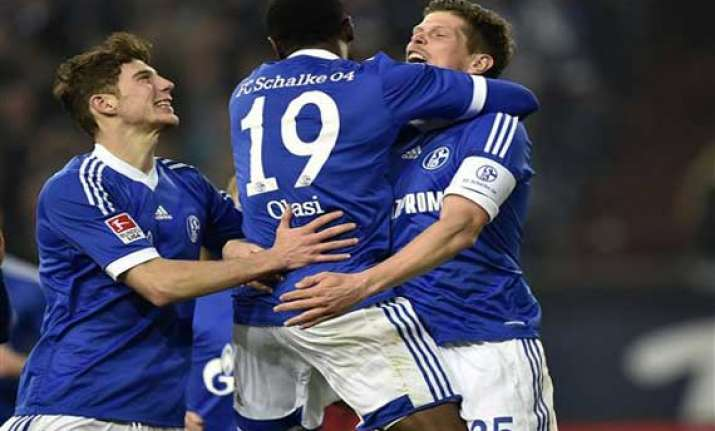 schalke beats hertha 2 0 to go 2nd in bundesliga