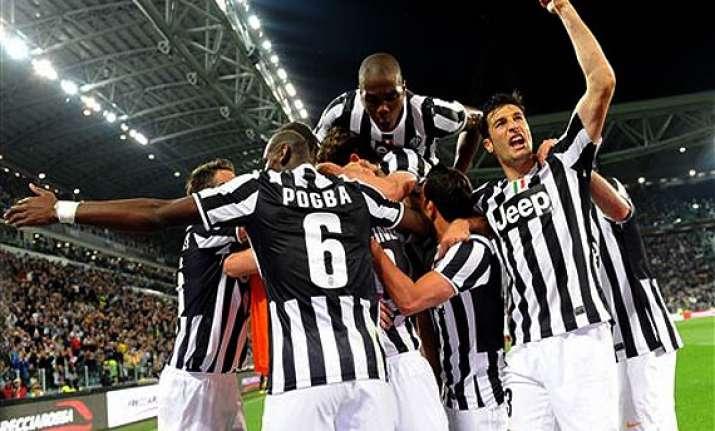 serie a juventus celebrates title by beating atalanta 1 0