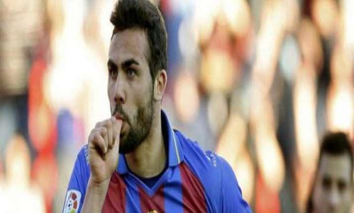 sevilla signed midfielder vicente iborra