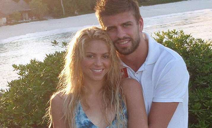 shakira to celebrate fourth anniversary with pique