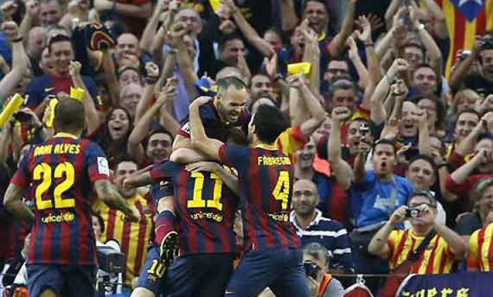 spanish league neymar leads barcelona to 2 1 win over madrid