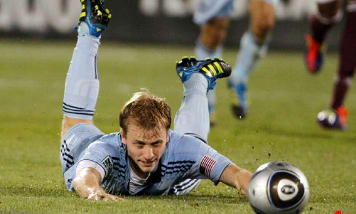 sporting kansas city beats colorado 2 0