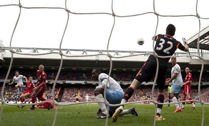 suarez salvages draw for liverpool against villa