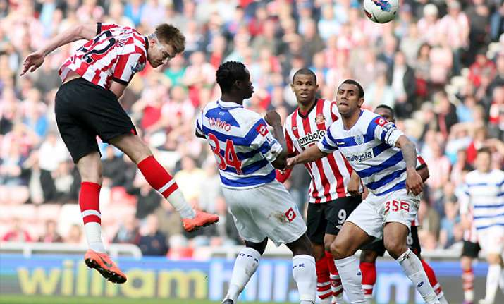 sunderland ease past 10 man qpr 3 1 in epl
