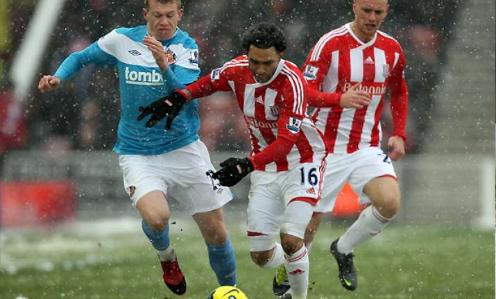 sunderland maintains form with 1 0 win at stoke