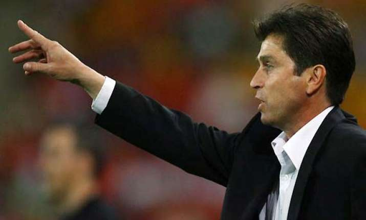 sydney extends coach farina s contract by 2 years