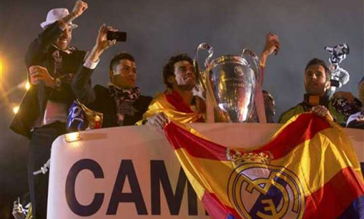 thousands celebrate real s champions league title