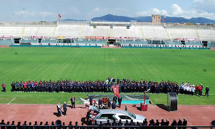 thousands pay respects at morosini s funeral