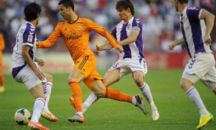 valladolid spoils madrid s title hopes with draw