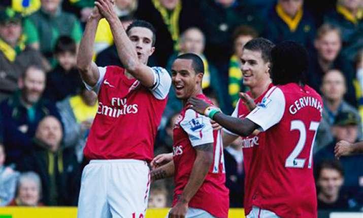 van persie goals earn arsenal 2 1 win over norwich