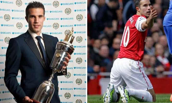 van persie scoops player of year award in england