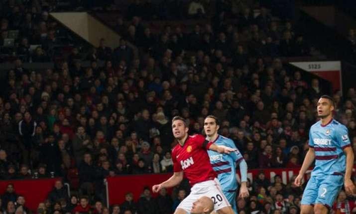 van persie goal earns united 1 0 win over west ham