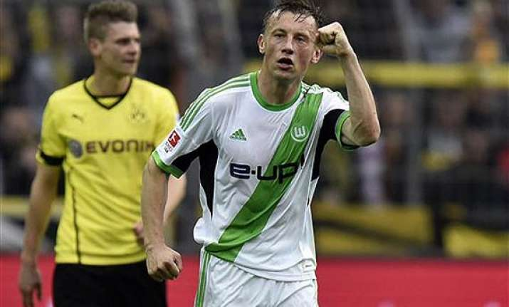 veteran striker ivica olic extends wolfsburg stay