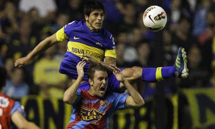 10 man boca juniors defeat arsenal 2 0