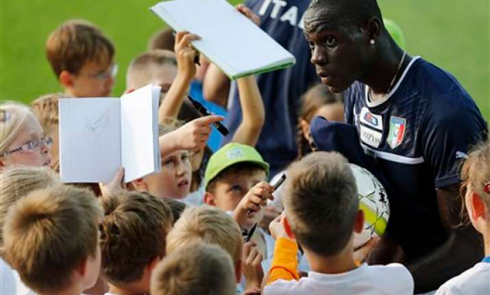 peter pan balotelli cool before england match