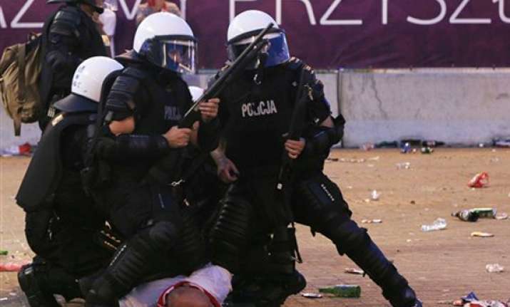24 people hurt in clashes at euro 2012
