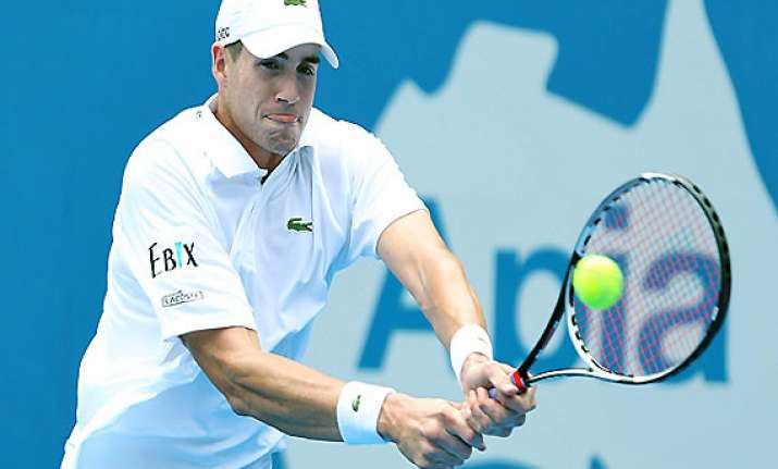 3rd seeded isner ousted in first match at memphis