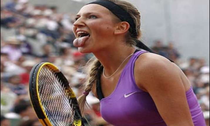azarenka reaches last eight