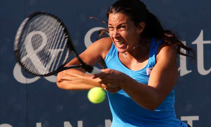 bartoli needs 3 sets to advance in new haven