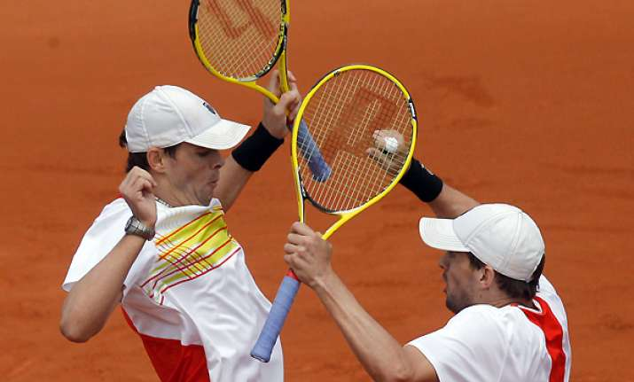 bryan brothers reach french open semis in doubles