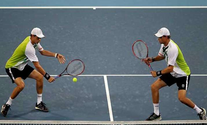 bryan twins reach doubles qf at french open