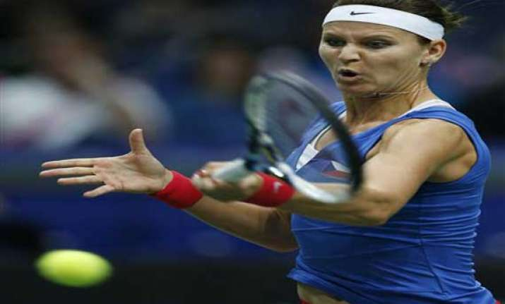 czech republic leads italy 1 0 in fed cup semis