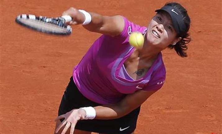 defending french open champion li wins in 3 sets
