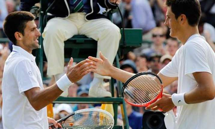 djokovic beats tomic to reach wimbledon semifinals