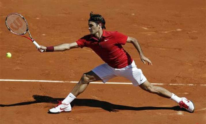 federer enters last 32 of french open