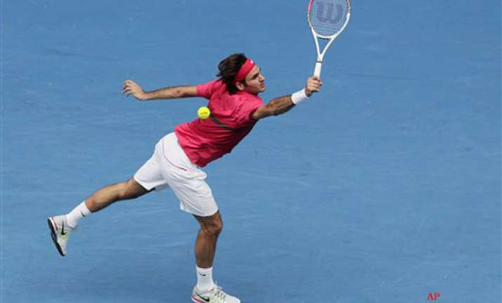 federer into fourth round at australian open