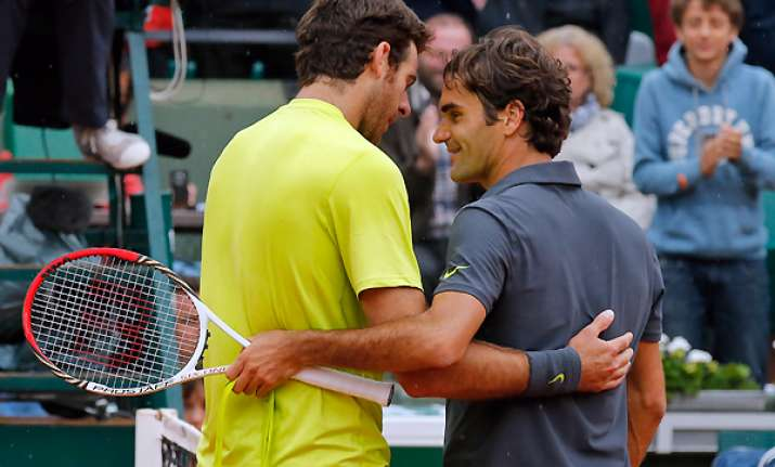 federer comes back to beat del potro in paris