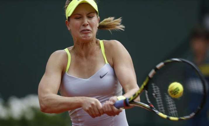 french open sharapova wraps up rain delayed victory