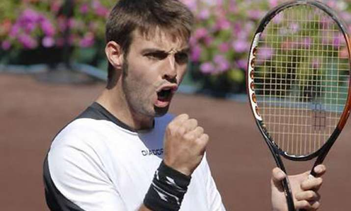 granollers beats zverev to advance at halle