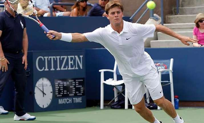 harrison ousts russell to reach quarters