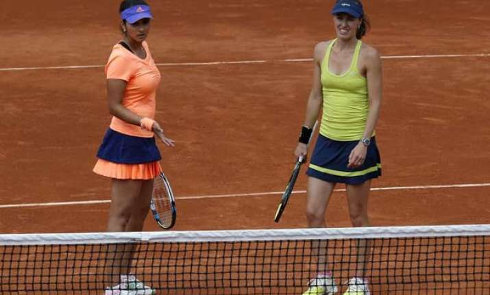 sania mirza martina hingis sail into french open