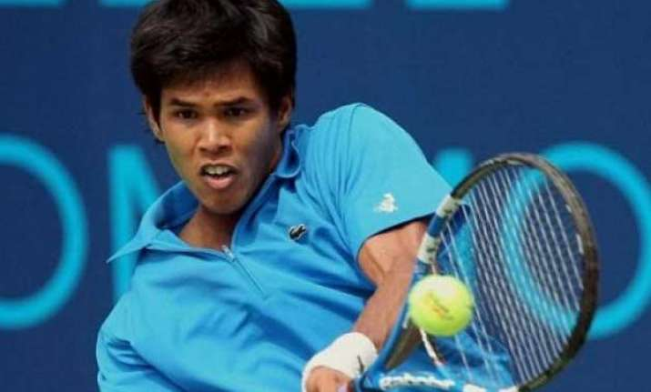 davis cup somdev brings india back beats daniell to level