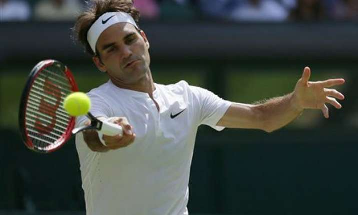 wimbledon 2015 roger federer beats sam groth to advance
