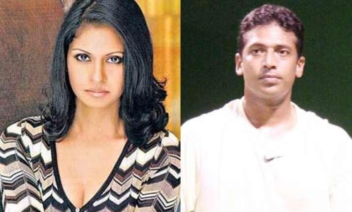 mahesh can ditch lara as well says wife shvetha
