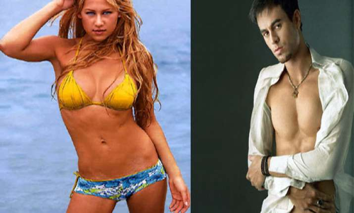 is tennis beauty anna kournikova splitting with singer