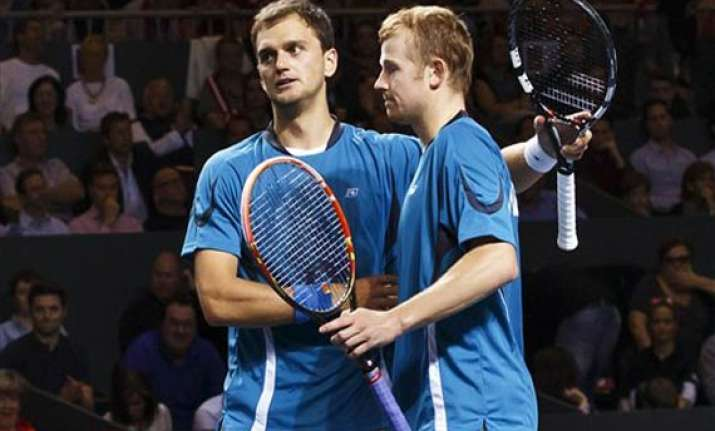 kazakhstan leads switzerland 2 1 in davis cup qf
