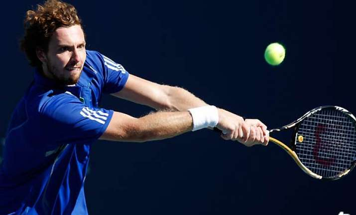 latvia s gulbis edges fish at farmers classic