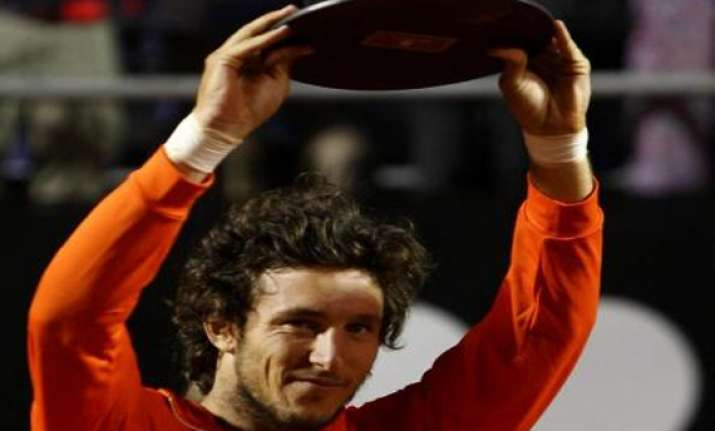 monaco defeats berlocq in vina del mar final