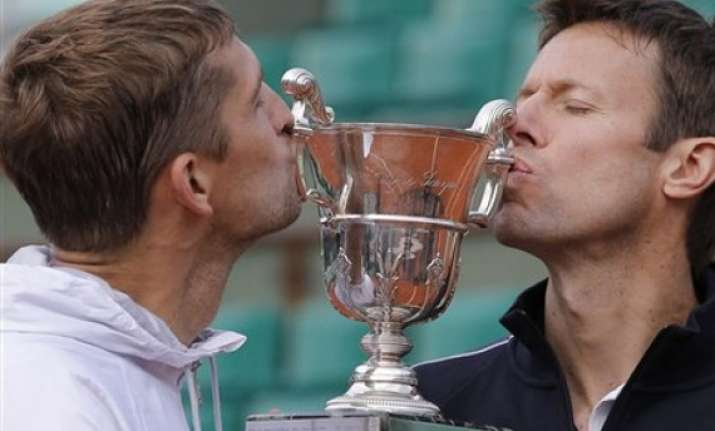 nestor mirnyi beat bryans for french open title