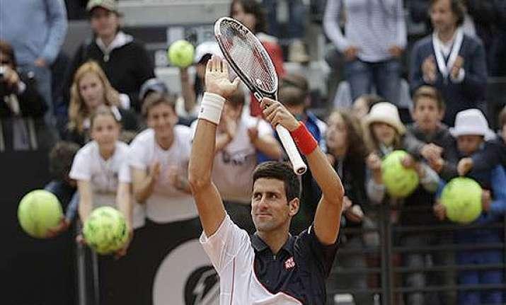 novak djokovic reaches third round in italian open