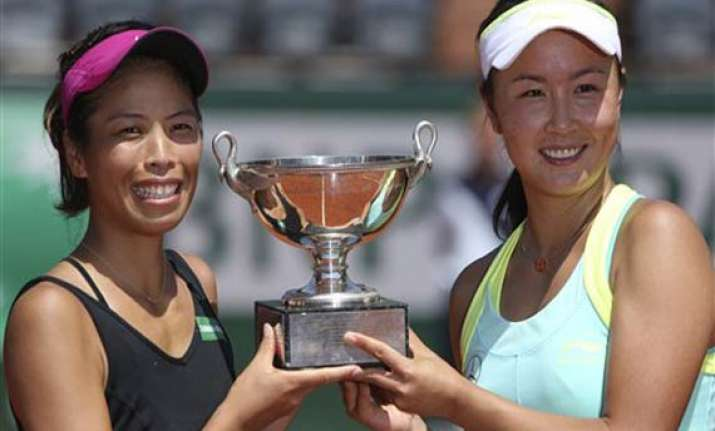 peng and hsieh win french open women s doubles