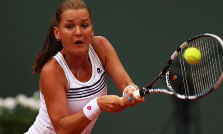 radwanska beats rybarikova in 1st round