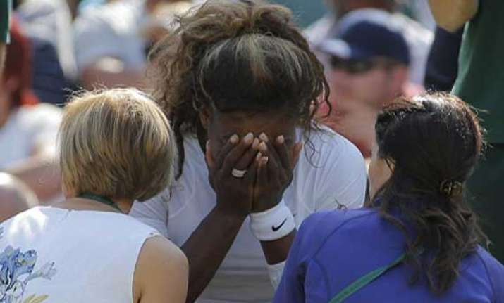 serena williams breaks down on court after being hit by